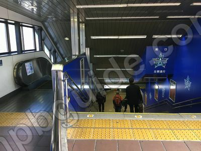 JR関内駅ホームからの階段
