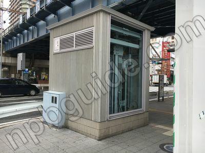 マリナード地下街へのエレベーター