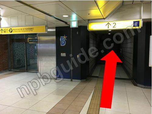 日本大通り駅のベイスターズ広告