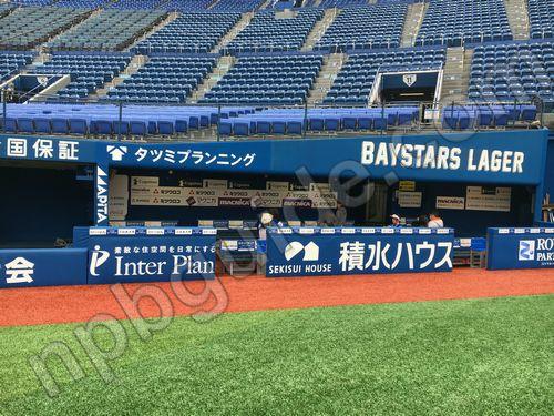 横浜スタジアムのダグアウト