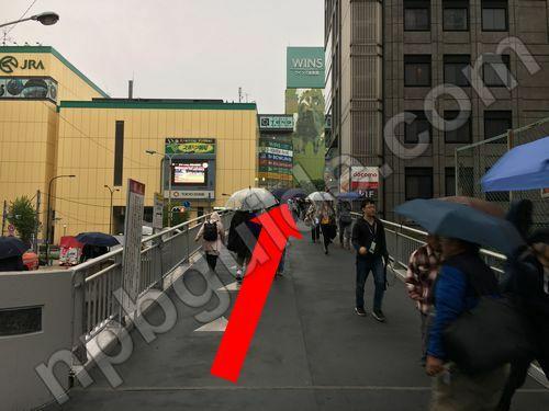 水道橋駅の横断歩道