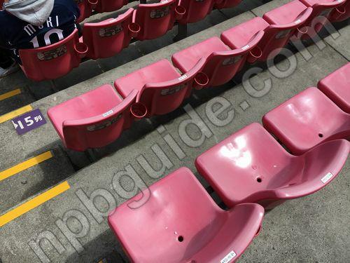 内野指定席1塁側Bの座席