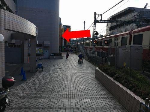 杉田駅の踏切
