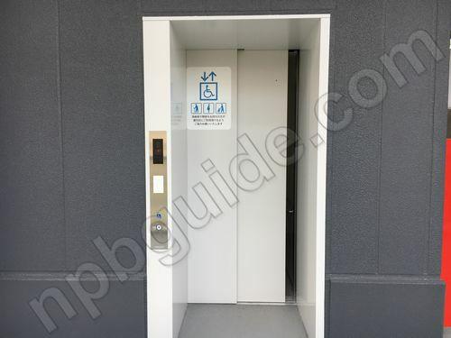 ウイング席のエレベーター
